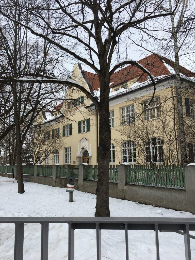 Pfanzeltplatz - gesehen von Weg zwischen Putzbrunner und Bischoff Ketteler Straße