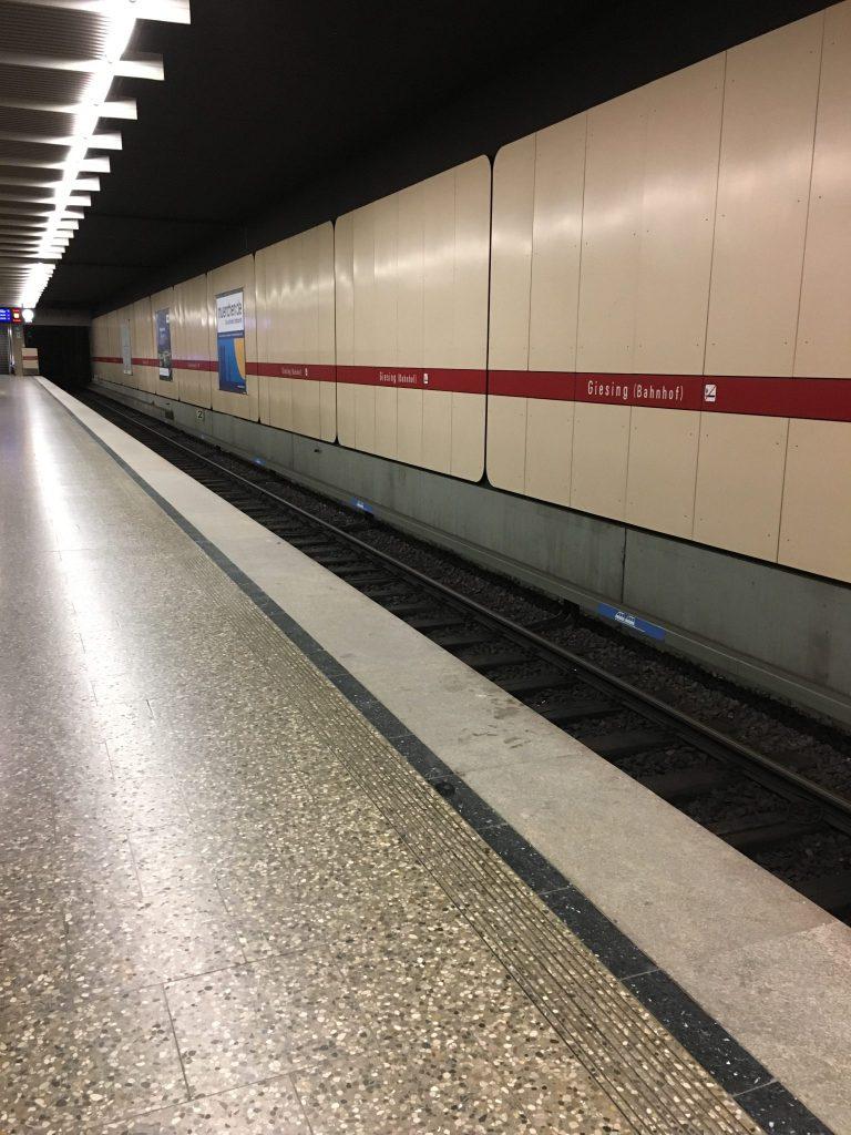 Giesinger Bahnhofplatz - U-Bahn Giesing (Bahnhof)