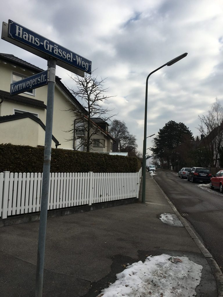 Hans-Grässel-Weg