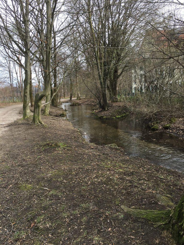 Holzwiesenstraße - Hachinger Bach