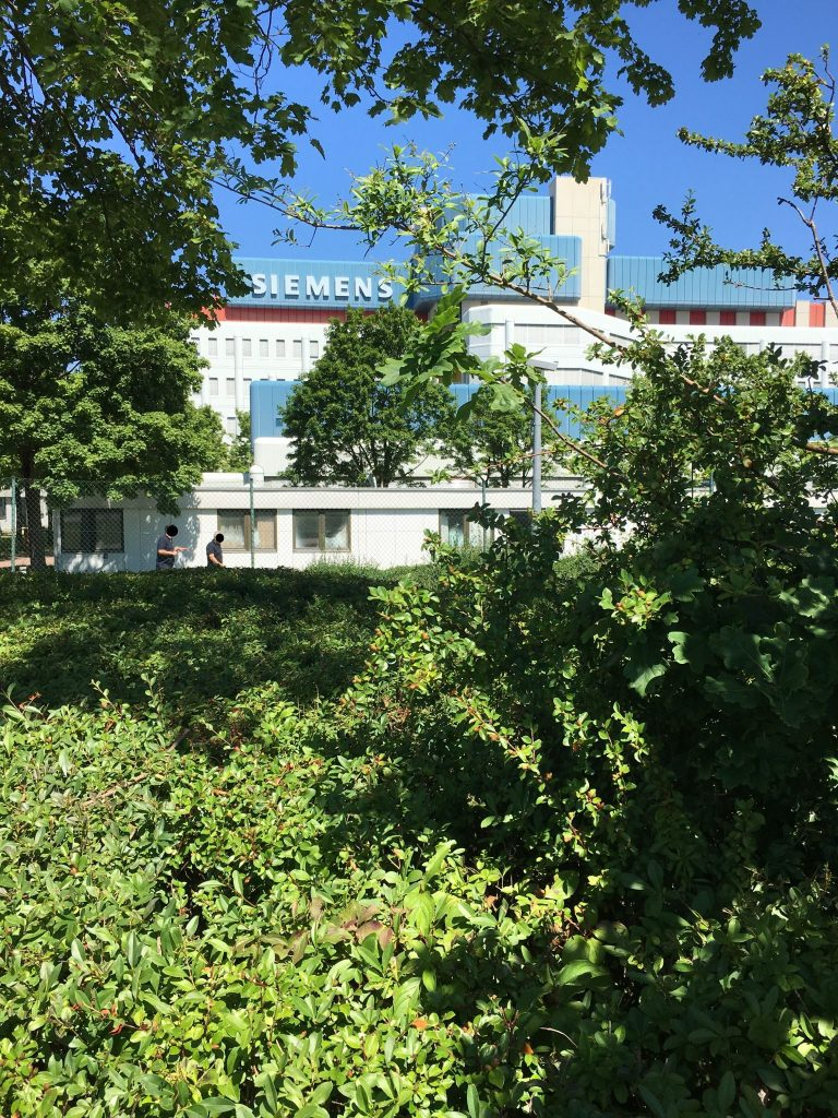 Arnold-Sommerfeld-Straße Weg entlang U-Bahn Betriebshof Süd