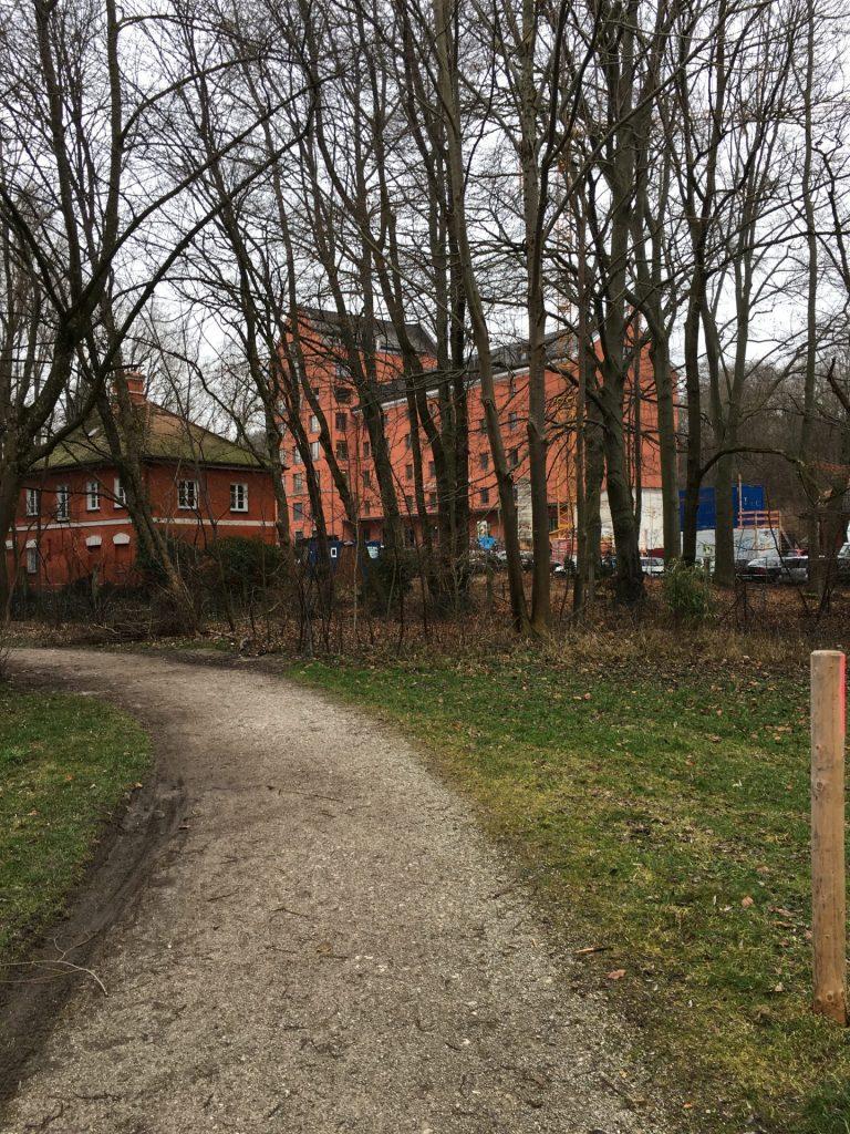 Weg entlang des Kunstmühlenbachs